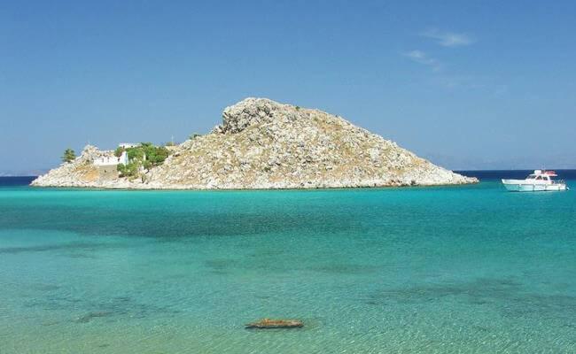 Agia Marina Plajı